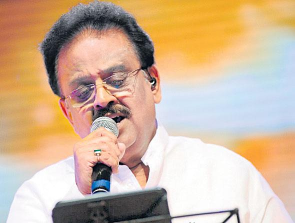 SPB And Vairamuthu come together for a song on Corona virus - Sakshi