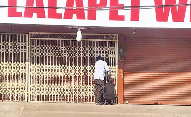Dunkers Shock To liquor shops get shut due to lockdown - Sakshi
