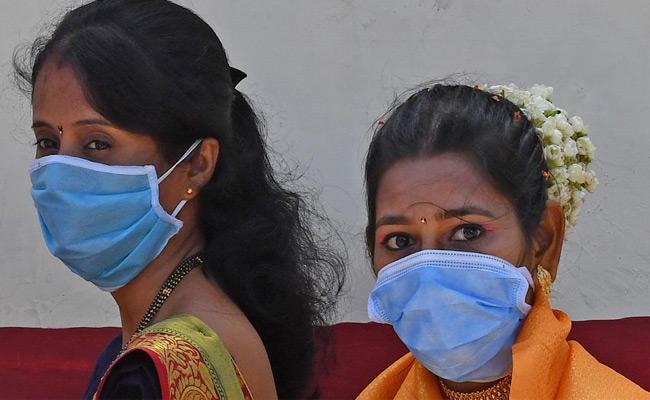 Additional Burden On Women Employees Due To Lockdown - Sakshi