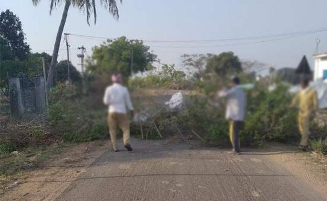 Coronavirus Lockdown Man Died Accidentally At Yellareddypet - Sakshi