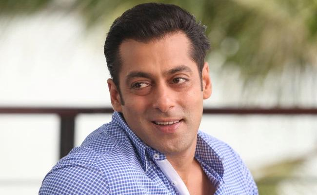 Coronavirus: Salman Khan To Help Daily Wage Workers Of Film Industry - Sakshi