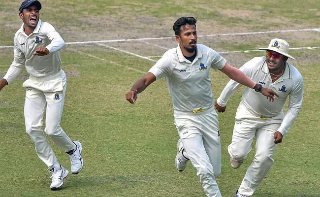 Karnataka Need To Score 352 To Win Against Bengal In Ranji Trophy - Sakshi