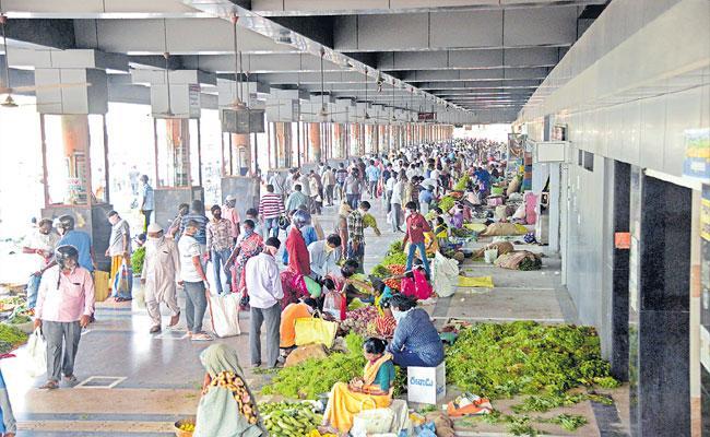 People Not Following Lockdown Rules In Telangana - Sakshi