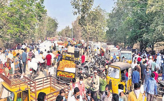 Hyderabad People Neglect on Lockdown - Sakshi