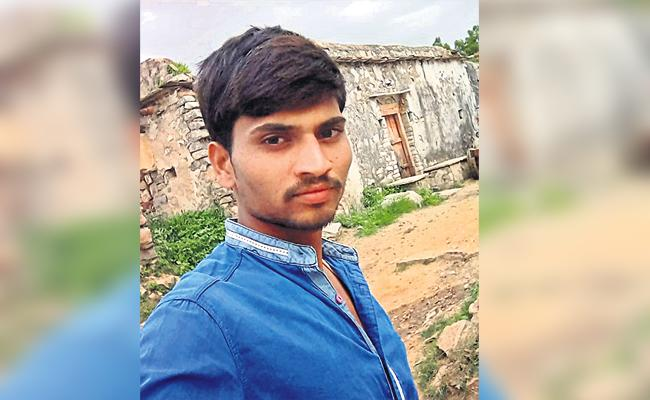Parents Ignored to Son And Commits End Lives Hyderabad - Sakshi