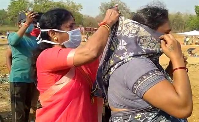 kakinada MP Vanga Geetha Visited Samarlakota Market Amid Coronavirus - Sakshi