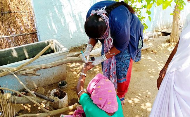 Coronavirus Tests to Wanaparthy Ola Cab Driver Family - Sakshi