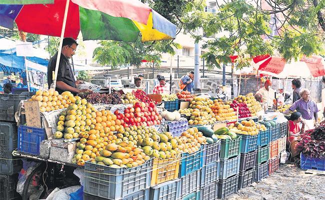 Fruits Stock in Kothapet Market Hyderabad - Sakshi