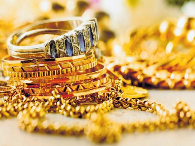 Gold Prices Reduced Amid Lack Of Buying - Sakshi