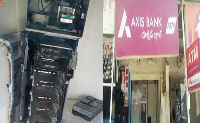 Thiefs Steals Money From Axis Bank ATM In Hyderabad - Sakshi