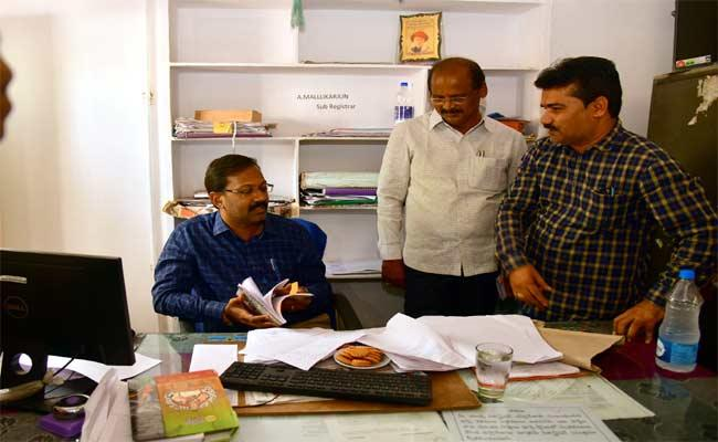 Illegal Registrations In Sub Registrar Office At Suryapet - Sakshi