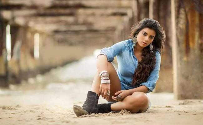 Aishwarya Rajesh Signs For Lady Oriented Film - Sakshi
