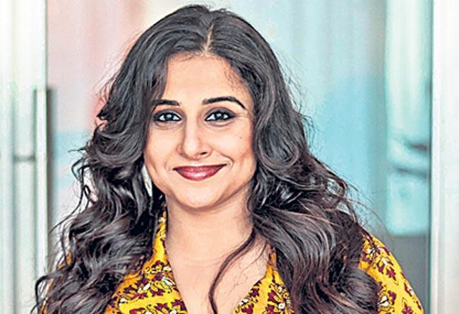 Vidya Balan kickstarts the shoot Amit Masurkar's Sherni Movie - Sakshi