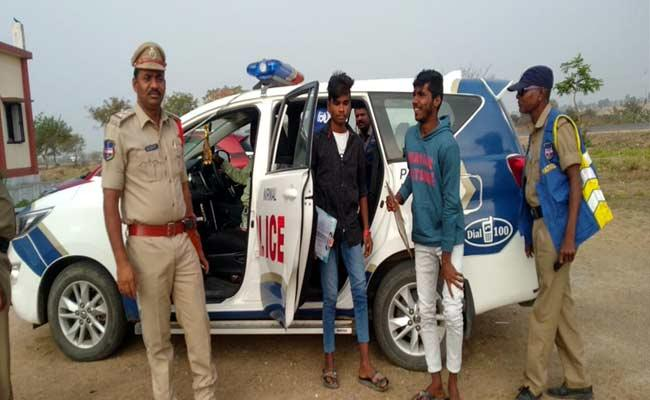 Police Helps To Intermediate Students In Adilabad - Sakshi