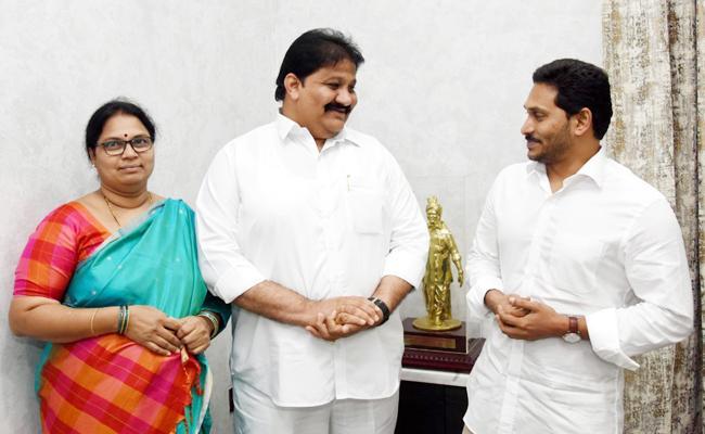 Rachamallu Siva prasad Reddy Couple Meet YS Jagan Mohan Reddy - Sakshi