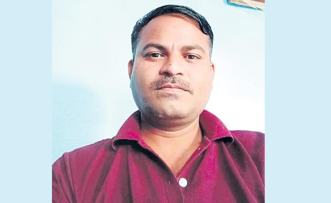 CRPF Jawan End Lives With Psychological stress in Hyderabad - Sakshi