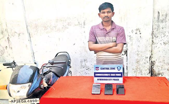 Kuncham Koti held in Smartphone Snatchings Case Hyderabad - Sakshi