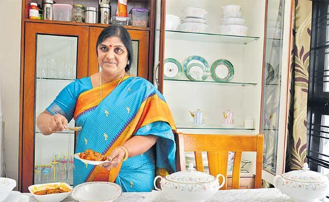 House Wife Vijayamurti Writes Cookery Book With Godavari Recipes - Sakshi