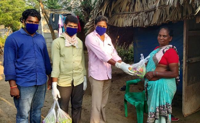 Guntur Youth Donates Vegetables To  250 Labour Families - Sakshi