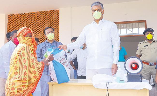 Harish Rao Support Migrant Workers At siddipet District - Sakshi