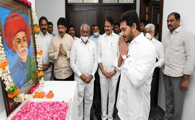 CM YS Jagan Tribute To Mahatma Jyotirao Phule - Sakshi