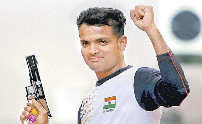 Shooter Vijay Kumar Studying Law In Lockdown Holidays - Sakshi