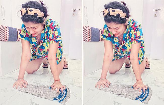 Actress Payal Rajput Mopping The Floor in Lockdown - Sakshi