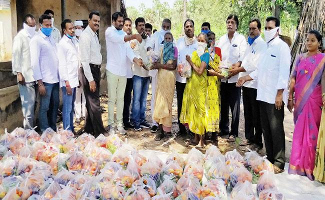 Lockdown: Tribal Families Happy For AP Government Ration - Sakshi