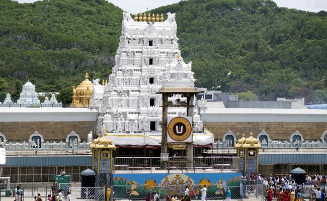 Venkateshwara swamy Darshan at Tirumala suspended till May 3 - Sakshi