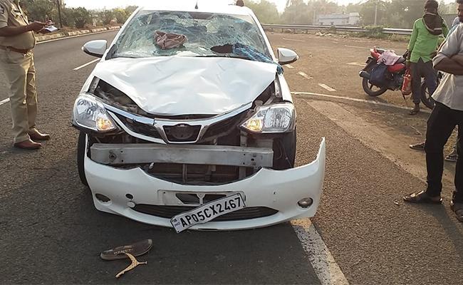 Amid Lockdown Vehicle Crashes 7 Last Breath In Telugu States - Sakshi
