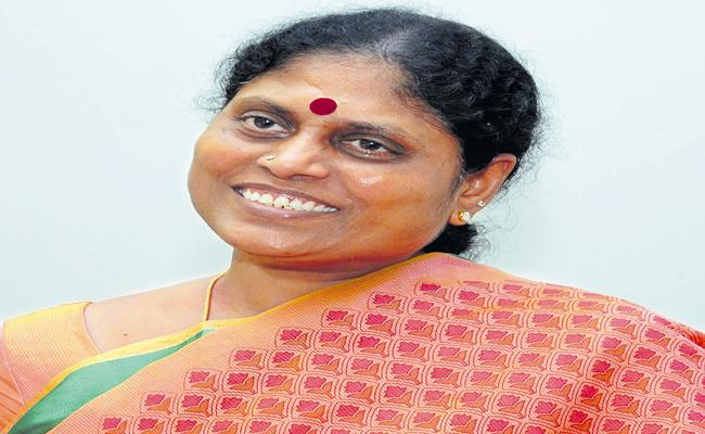 YS Vijayamma Comments About Priests - Sakshi