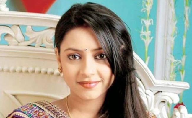 Pratyusha Banerjee's Dad heartbroken As He Couldn't Find A Garland  - Sakshi