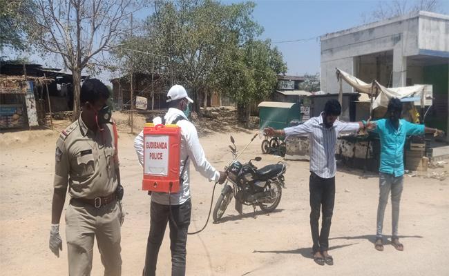 Anantapur Police Punish Lockdown Rules Break Youth - Sakshi