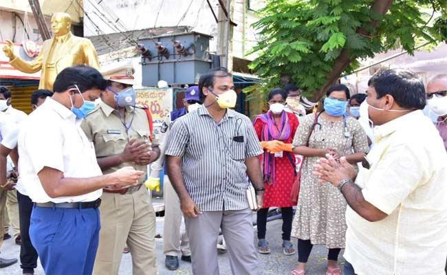 Declaration Of Red Zone East Godavari District Over Coronavirus - Sakshi