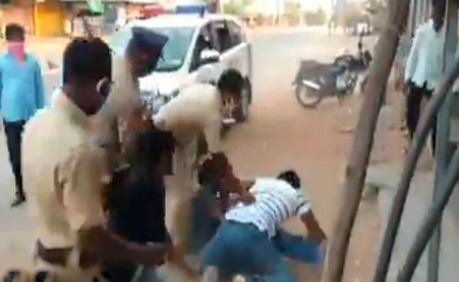 Police Attacks Man In Front Of Son In Wanaparthy - Sakshi