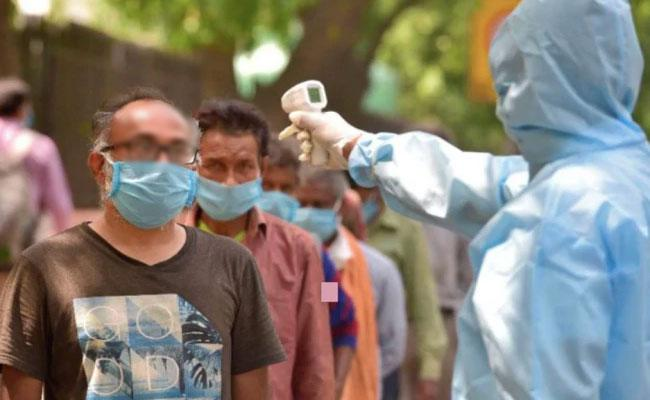 Coronavirus: Contacts of Infected Delhi Pizza Delivery Boy Test Negative - Sakshi