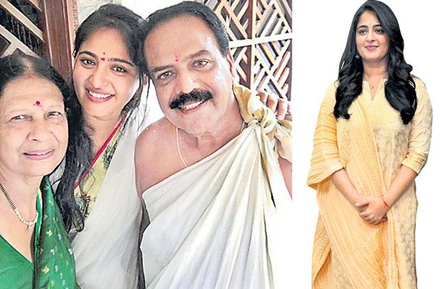 Anushka Shetty shares her family picture - Sakshi