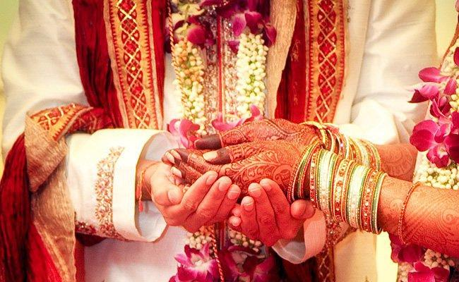 Coronavirus Two Women Police Personnel Postpone Wedding In Odisha - Sakshi