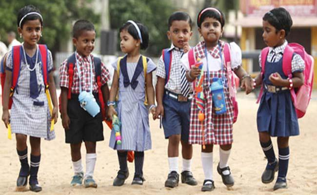 UGC Expert Committee Said New School Year Should Start In September - Sakshi