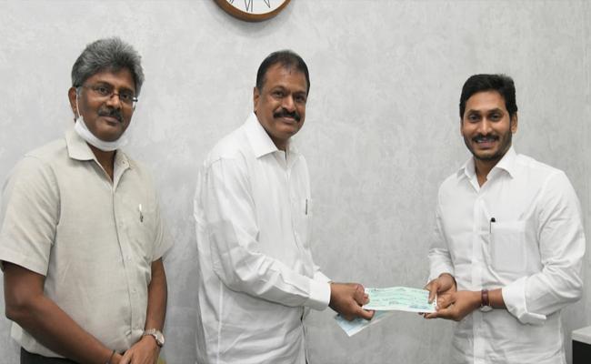 Coronavirus : Gangavaram Port Chairman DVS Raju Gave Donation To CM Relief Fund - Sakshi