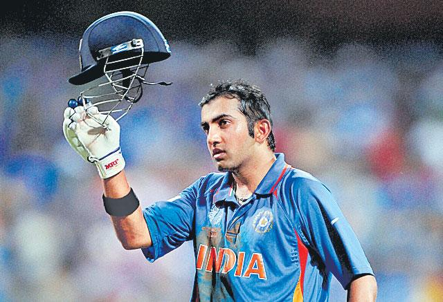 Not just Dhoni is six won India the 2011 World Cup but team effort - Sakshi