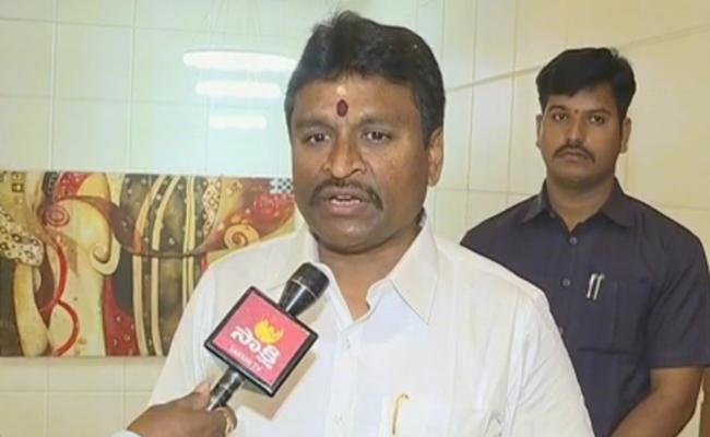 Vellampalli Srinivas Announced Ten thousand Rupees Advance To Nai Brahmins - Sakshi