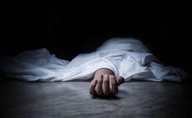 Gujarat Business Man Hangs Himself In Quarantine Center - Sakshi