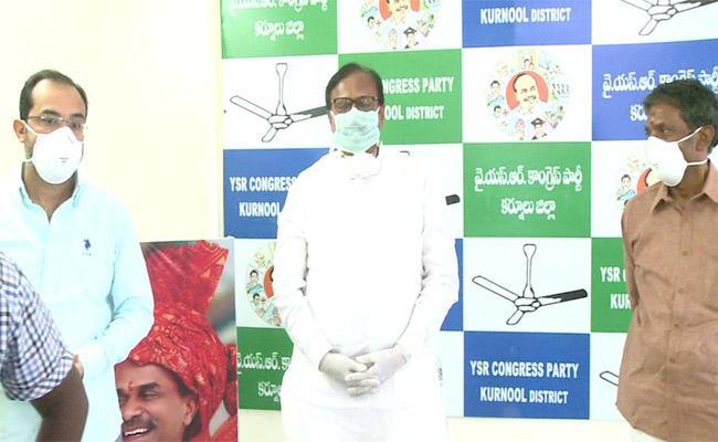 BY Ramaiah And MP Sanjeev Kumar Talks In Press Meet Over Lockdown In Kurnool - Sakshi