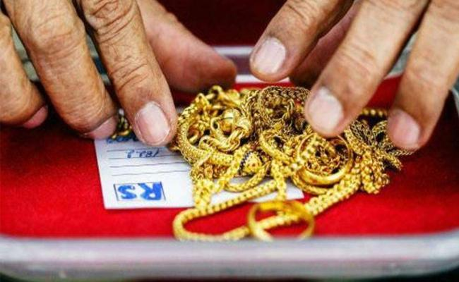 Woman Steals Gold From Own House In Tamilnadu - Sakshi