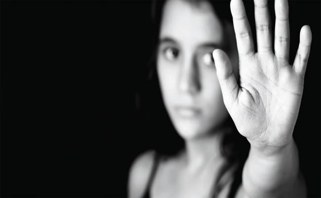 Central Government Give Solution Control Domestic violence On Women Over Lockdown - Sakshi