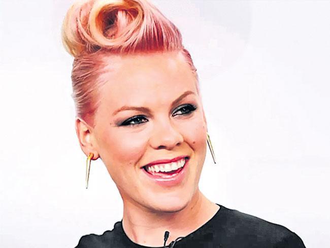 Singer Pink says she had coronavirus and makes donation  - Sakshi