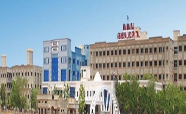 Mamatha Medical College Donates To CM Relief Fund In Khammam - Sakshi