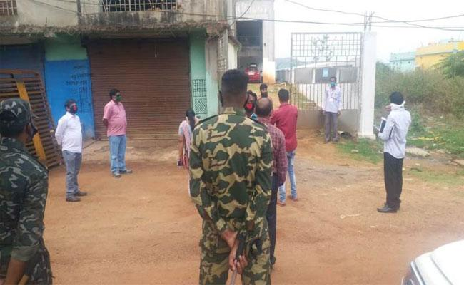 23 People Lockdown In A House Odisha - Sakshi