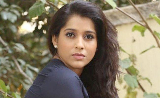 Rashmi Gautam Angry On Netizen Who Throws A Dog Into Canal - Sakshi